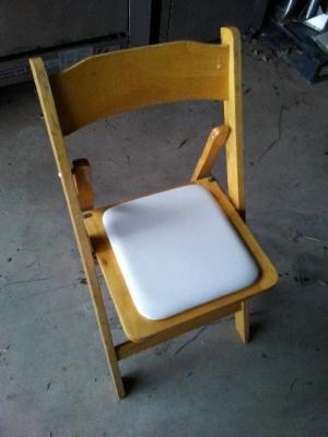 WOODEN FOLDING CHAIRS WITH PADDED SEATS. 50 COUNT ON PALLET