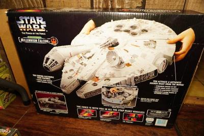 STAR WARS THE POWER OF THE FORCE ELECTRONIC MILLENNIUM FALCON ACTION FIGURE IN ORIGINAL BOX