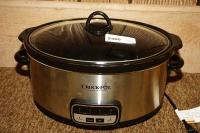 DIGITAL CROCK-POT, APPEARS TO HAVE LITTLE OR NO USE