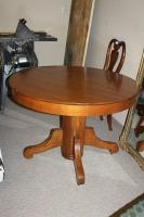 VINTAGE ROUND WOODEN PEDESTAL KITCHEN TABLE