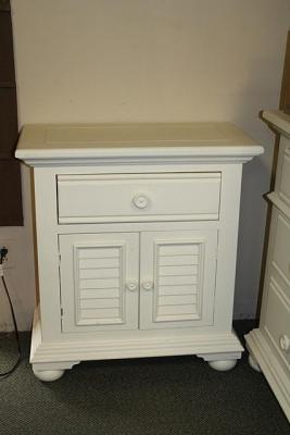 VERY NICE WHITE NIGHT STAND