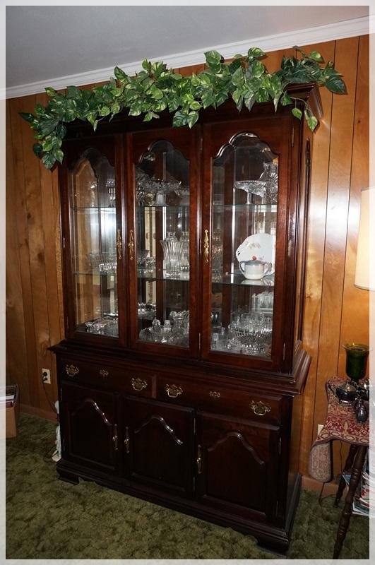 Lot 1003 Of 553: NICE KINCAID CHERRY MOUNTAIN III LIGHTED CHINA CABINET  WITH MIRRORED BACK U0026 GLASS SHELVES