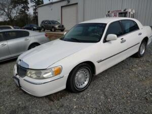 2000 Lincoln Town Car Sedan Executive V8, 4.6L