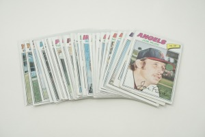 1977 TOPPS BASEBALL CARDS IN SOFT PLASTIC COVERS