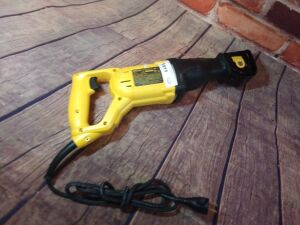 DEWALT RECIPROCATING SAW, MODEL DW E304