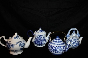 LOT OF 4 VINTAGE BLUE AND WHITE TEA POTS