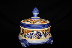VINTAGE MOSAIC COVERED DISH