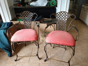 BEAUTIFUL SET OF 2 ALL METAL PADDED BAR STOOLS, THESE ARE VERY TOP QUALITY, JUST A MUST HAVE FOR AND BREAKFAST BAR OR DEN BAR