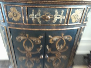 VERY NICE CABINET , WOODEN CONSTRUCTION, BEAUTIFUL BLACK AND GOLD COLORS. OWNER WAS USING THIS ITEM IN THE FRONT FOYER AREA, VERY PRETTY.