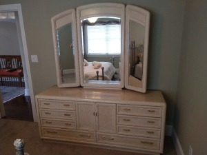 VERY NICE THOMASVILLE 8 DRAWER DRESSER WITH BEAUTIFUL ADJUSTABLE MIRROR, ALSO HAS CENTER CABINET.