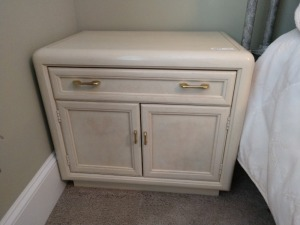 THOMASVILLE SINGLE DRAWER NIGHT STAND WITH CABINET, THIS DOES MATCH DRESSER LOT NUMBER 1022