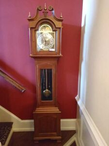 BEAUTIFUL GRAND FATHER CLOCK,HAS PENDULUM AND ALL THE WEIGHTS. SELLER STATES IN GOOD WORKING CONDITION.