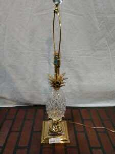 29 IN TALL PINEAPPLE THEMED GLASS LAMP, NO SHADE