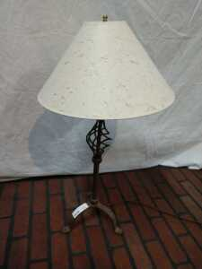 29 IN METAL BASED LAMP