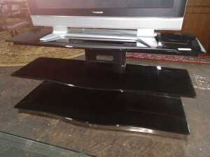 52 BY 18 BY 22 GLASS ENTERTAINMENT SHELF, HAS THREE SHELVES