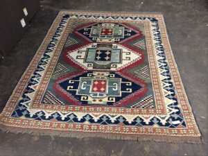 BEAUTIFUL 6 X 7 ROOM RUG, HAS VERY INTERESTING IN ORNATE PRINT