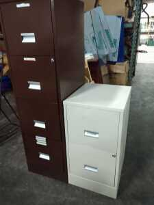 SET OF TWO METAL FILING CABINETS, ONE IS FOUR DRAWER AND ONE IS TWO DRAWER