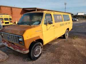 Located At The Bleckley County School bus shop.1987 Ford Club Wagon, v i n 1FBJS31H1HHB20492, V8, FOUND THE KEY AND VEHICLE DOES CRANK AND RUN.GAUGE SHOWS MILES TO 22256, AUTOMATIC, SLIDING SIDE DOOR,Running When Parked