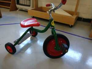 lunch room.COMMUNITY BRAND KID'S TRICYCLE