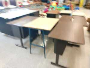 lunch room.GROUP LOT OF 10 VARIOUS TYPE DESKS