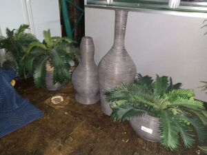 FIVE PIECE ROOM DECOR ,INCLUDES ARTIFICIAL PLANTS AND HOLDERS