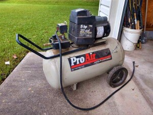 PROAIR 20 GALLON AIR COMPRESSOR, 5 HORSEPOWER, SINGLE CYLINDER, OIL-FREE MOTOR, HUNDRED 110 VOLT, 125 PSI CAPACITY, DOES RUN AND PUMP AIR