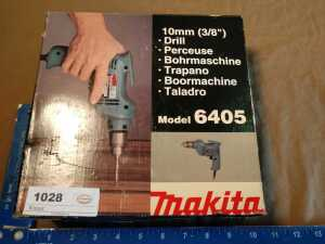 MAKITA 3/8 IN DRILL, MODEL 60455, DOES POWER UP, IN ORIGINAL BOX AND LIKE NEW CONDITION