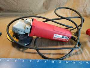 MILWAUKEE 4 1/2 INCH SANDER, GRINDER, DOES POWER UP, LIKE NEW CONDITION