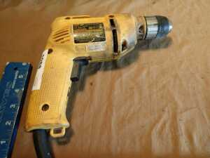 DEWALT 3/8 INCH ELECTRIC DRILL, DOES POWER UP