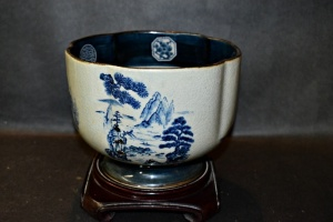 TOYO DAIMYO JAPAN POTTERY WITH WOOD STAND