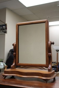 ANTIQUE SHAVING MIRROR MAHOGANY WITH SERPENTINE POST AND SHAPED BASE / C1850 ENGLISH