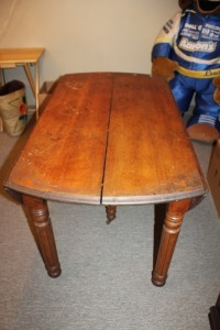 ANTIQUE 1880S WALNUT DROP LEAF DINING TABLE