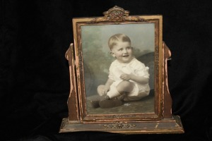 ANTIQUE FAMILY PHOTO IN TILTING FRAME