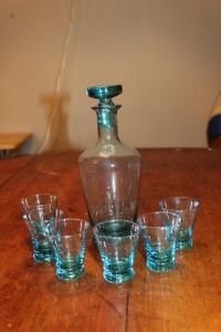 MID CENTURY BLUE GLASS DECANTER & 6 SHOT GLASSES