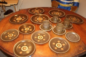 LOT OF 24 PIECES OF RETRO GEORGE BRIARD AZTEC STONEWARE
