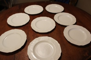 EIGHT PIECES OF INDIANA COLONY HARVEST GRAPE MILK GLASS DINNER PLATE