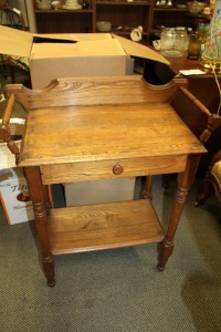 ANTIQUE EARLY WASHSTAND