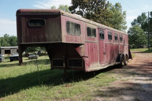 1996 S&H 29 FT HORSE TRAILER AND CONTENTS