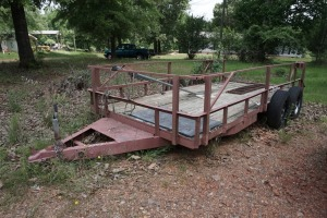 7X15 FLATBED TRAILER WITH RAILS, NO VISIBLE VIN