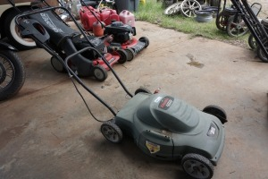 BLACK & DECKER ELECTRIC MOWER, DOES POWER UP