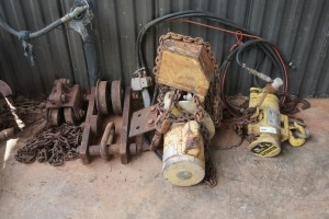 2 HEAVY DUTY BEAM ROLLERS AND TO BEAM WINCHES, CONDITION UNKNOWN