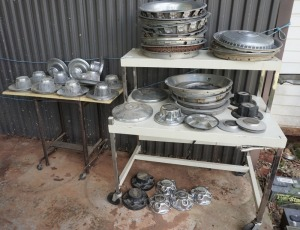 RANDOM SET OF BEAUTY RINGS, CENTER CAPS FOR VARIOUS VEHICLES, BOTH TABLES INCLUDED IN THIS LOT