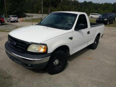 2004 Ford F-150 Heritage Pickup XL V8, 4.6L
