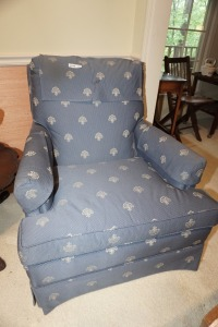 FORMAL COMPACT BLUE CLUB CHAIR, MATCHES 1014 - LIV