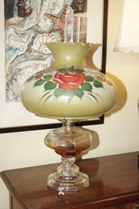 ANTIQUE PAINTED GLASS SHADE OIL LAMP - DIN
