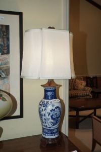 VINTAGE ORIENTAL BLUE AND WHITE PORCELAIN TABLE LAMP - DIN