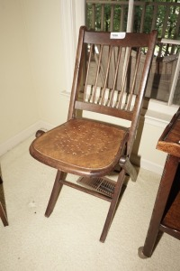 ANTIQUE WOOD FOLDING CHAIR - DIN