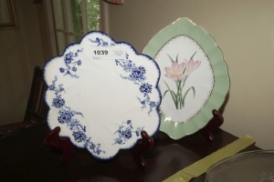 BLUE AND WHITE ORIENTAL AND ANDREA BY SADEK DECORATIVE PLATES WITH STANDS - DIN