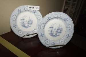 PAIR OF ANTIQUE WEDGEWOOD INGANESE DECORATIVE PLATES, CIRCA 1850, INCLUDES STANDS - DIN