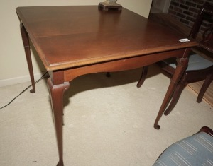 VINTAGE WOOD SQUARE TOP OCCASIONAL / DINETTE TABLE - DIN